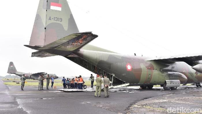 Pesawat angkut bantuan alkes ke Sumatera (Dok TNI)