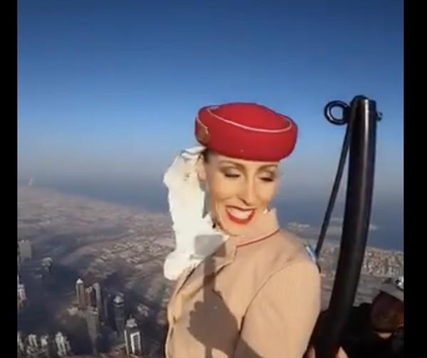 Siapa yang masih sanggup tersenyum di atas ketinggian 800 meter?