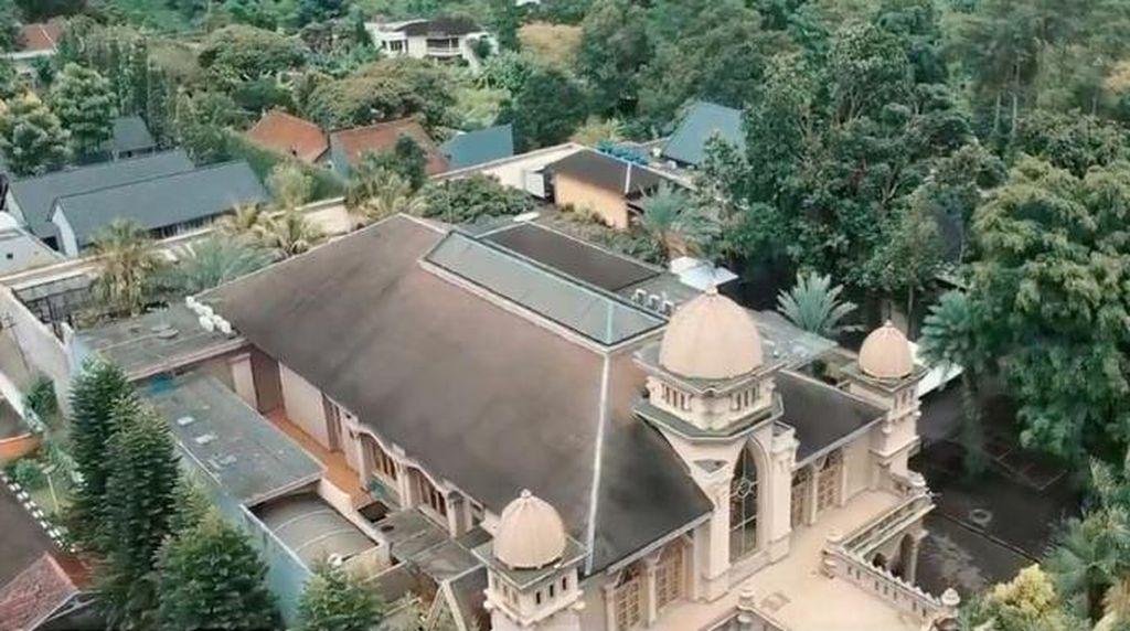 10 Potret Rumah Mewah Alshad Sepupu Raffi Ahmad, Ada Kebun Binatangnya