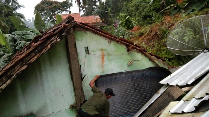 Sejumlah titik di Kabupaten Bogor diterjang banjir dan longsor