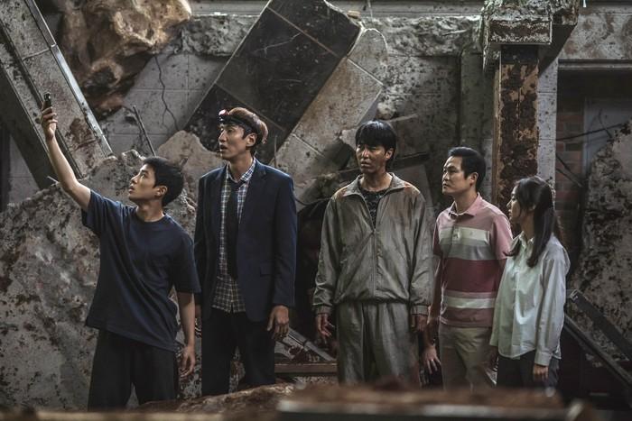 Adegan dalam film Korea Selatan Sinkhole.