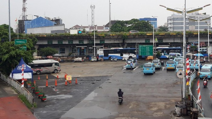 Suasana Terminal Kampung Melayu Pagi Ini (9/8)