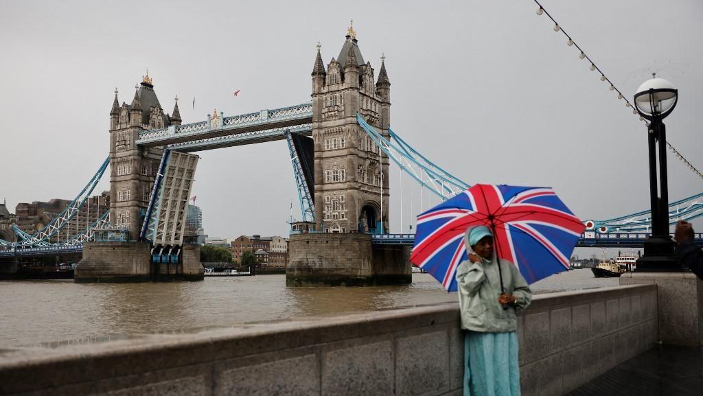 Ada Masalah Teknis, London Tower Bridge Nyangkut Tak Bisa Turun