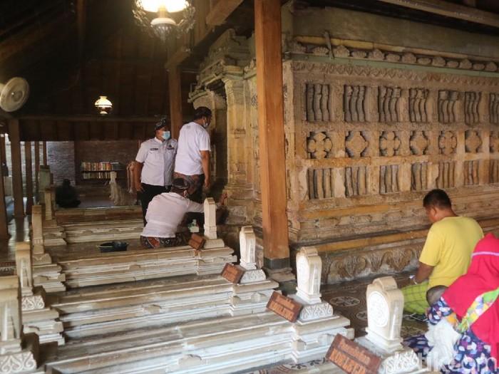 Tradisi Lepas Luwur Makam Sunan Kudus, Selasa (10/8/2021).