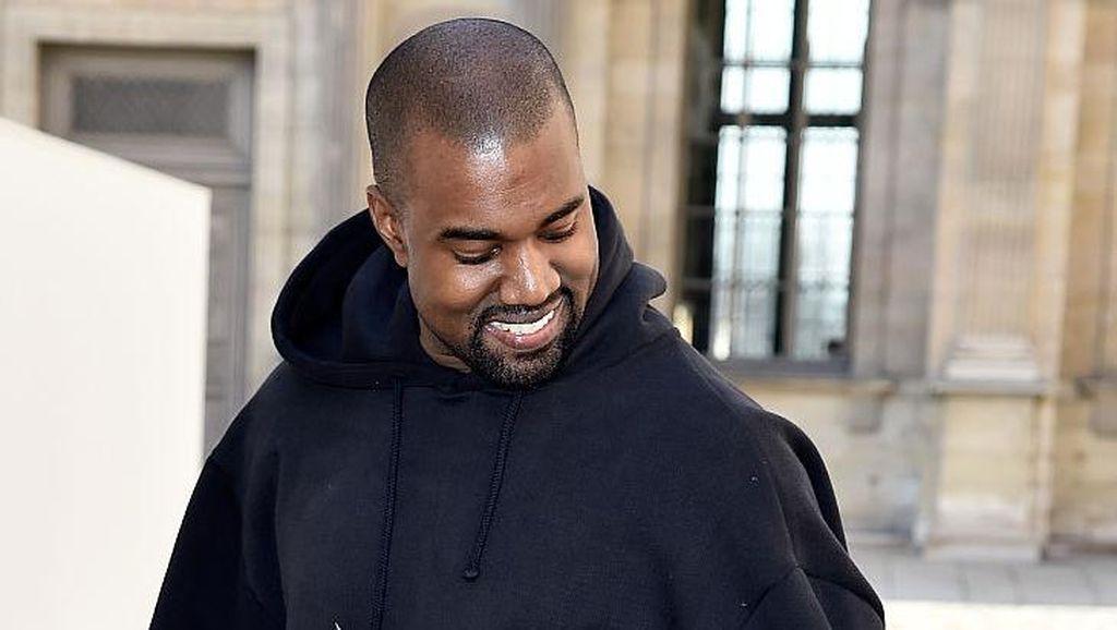 Sah! Kanye West Resmi Ganti Nama