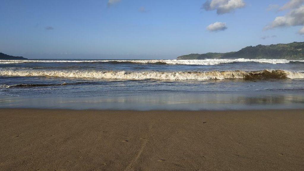 Pantai di Pacitan Terkenal Indah Seperti Lukisan Karya SBY