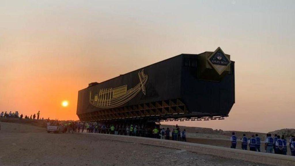 Melihat Pemindahan Kapal Matahari Firaun ke Museum Giza