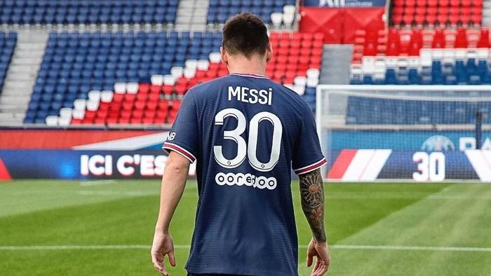 Lionel Messi resmi bergabung dengan Paris Saint Germain (PSG) usai mengabdi di FC Barcelona. Ia pun siap memulai petualangan di klub barunya ini.