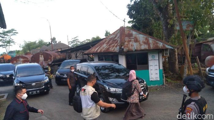 Tim KPK menggeledah PT SW Purbalingga