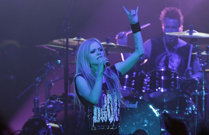 SEOUL, SOUTH KOREA - FEBRUARY 19:  Avril Lavigne performs live at Olympic Hall on February 19, 2014 in Seoul, South Korea.  (Photo by Chung Sung-Jun/Getty Images)