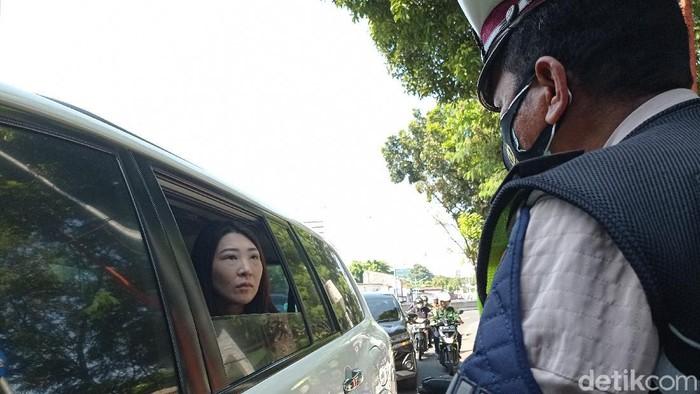 Anggota DPRD DKI F-PSI Adu Mulut dengan Polisi Kena Ganjil Genap.