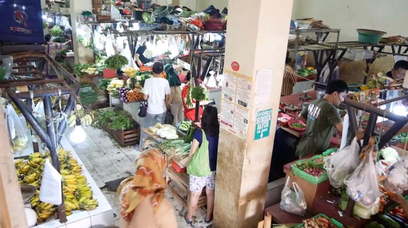Bule cantik bagikan pengalamannya berbelanja sayuran di pasar Karbela