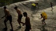Cara Asik Warga Spanyol Mendinginkan Diri dari Cuaca Panas