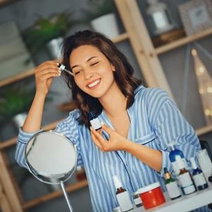 Cara Pakai Serum yang Benar, Kulit Wajah Tetap Glowing Meski di Rumah Aja