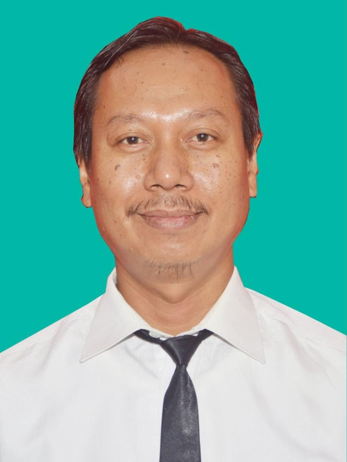 lmarhum Soehendro, SKM MKes. Soehendro menerima Tanda Kehormatan Bintang Jasa Nararya atas kontribusinya menanggulangi pandemi COVID-19