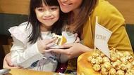 Marshanda Rayakan Ultah Ke-32, Intip Momennya Saat Makan Kue Cokelat