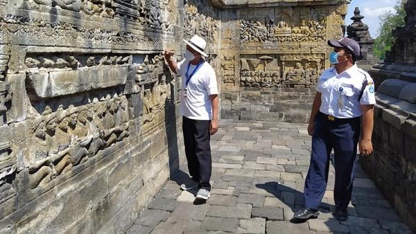 Hujan abu yang mengguyur Candi Borobudur, kata Wiwit, telah melakukan pengecekan, kemudian dari bagian laboratorium naik menuju candi untuk mengambil data abu dan mengukur ketebalan abunya. Selain itu, bagian dokumentasi juga mendokumentasikan abu di tiga candi tersebut.
