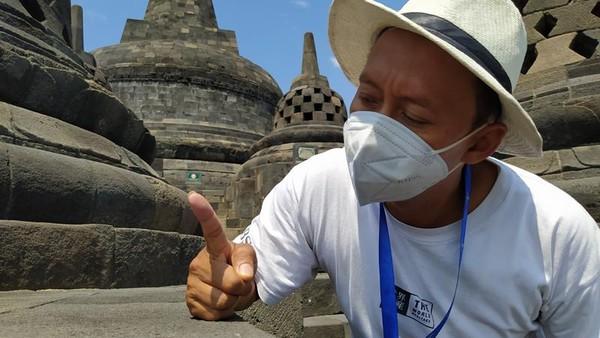 Berdasarkan pantauan di Candi Borobudur, abu tersebut menempel di bebatuan candi. Abu tersebut masuk di pori-pori batuan dan nat sambungan antar bebatuan (di sela-sela).