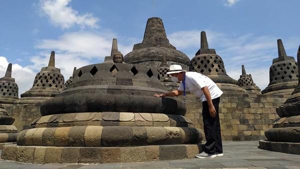 Kepala Balai Konservasi Borobudur (BKB) Wiwit Kasiyati mengatakan, tadi malam Gunung Merapi meletus kembali, kemudian ada informasi abunya sampai ke wilayah Magelang. Sebaran hujan abu itu sampai di Candi Mendut, Pawon, dan Borobudur.
