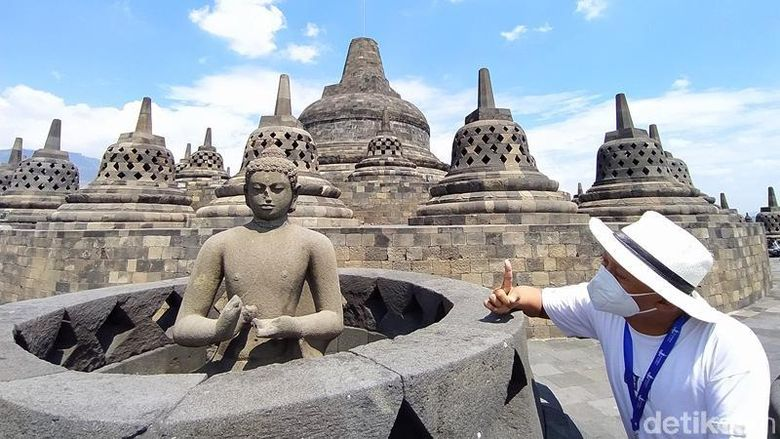 Sebaran hujan abu yang mengguyur wilayah Kabupaten Magelang, Jawa Tengah, sampai mengenai bebatuan Candi Mendut, Pawon dan Candi Borobudur. Untuk di Candi Borobudur ketebalan abu sangat tipis sehingga penghitungan didapatkan 4,7 gram per meter persegi.