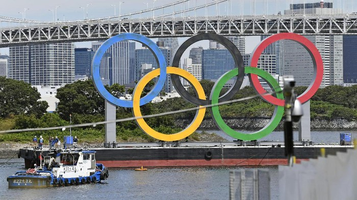 The Olympic rings floating in the water, is removed after the 2020 Summer Olympics ended on Aug. 8, in Tokyo, Wednesday, Aug. 11, 2021.  (Kyodo News via AP)