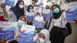 Vaksinasi untuk pelajar Kabupaten Bogor terus dikebut. Kabupaten Bogor baru mengentaskan vaksinasi pada angka 20 persen. Masih jauh di bawah target 70 persen.