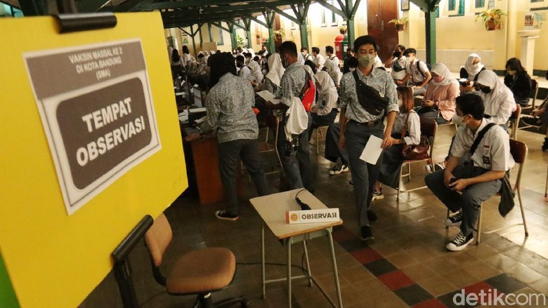 Vaksinasi COVID-19 bagi pelajar di Kota Bandung, Jawa Barat terus dikebut. Badan Intelijen Negara (BIN) kembali menggelar vaksinasi COVID-19 lanjutan di SMAN 5 Bandung.