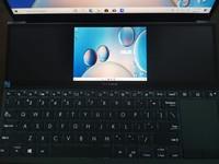 Asus ZenBook Duo 14 (UX482) bisa menjadi laptop yang tepat untuk kalian yang merupakan seorang content creator. detikINET pun sudah menjajal laptop ini beberapa minggu dan kami akan membagikan pengalaman review Asus ZenBook Duo 14 (UX482).  Laptop ini terbilang ciamik dari segi design dengan layar ganda (ScreenPad Plus) yang ada dan kini tampilannya lebih ramping. Asus ZenBook Duo 14 UX482 menggunakan Windows 10 Home sebagai operating system (OS) dan menggunakan prosesor Intel 11th Gen.  Langsung saja ke penjelasan lebih lanjut soal Asus ZenBook Duo 14 (UX482) di bawah ini: