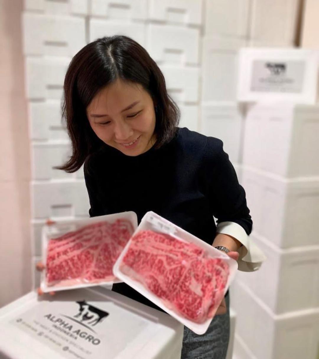 Berpose di Dapur, Veronica Tan Sibuk Urus Bisnis 'Wagyu Meat Specialist'