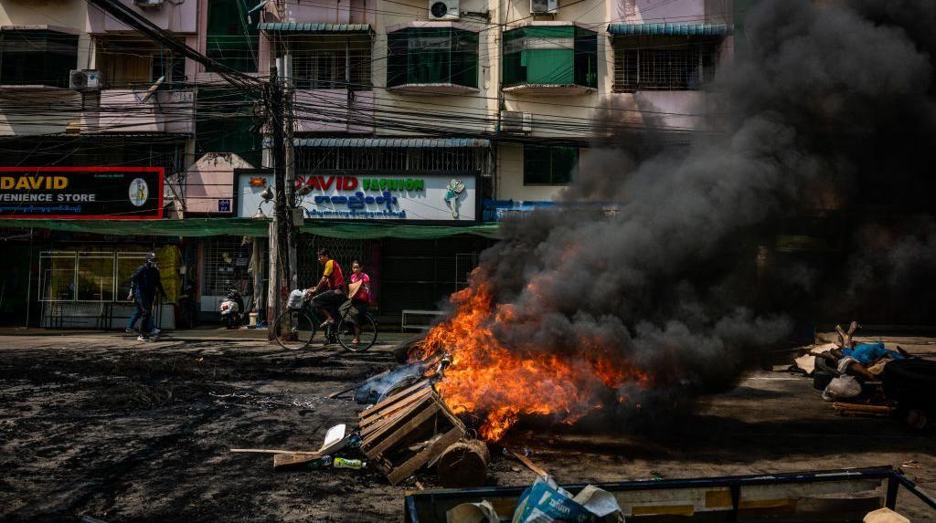 Pertempuran Militer dan Anti-Junta Memanas, Ribuan Warga Tinggalkan Myanmar