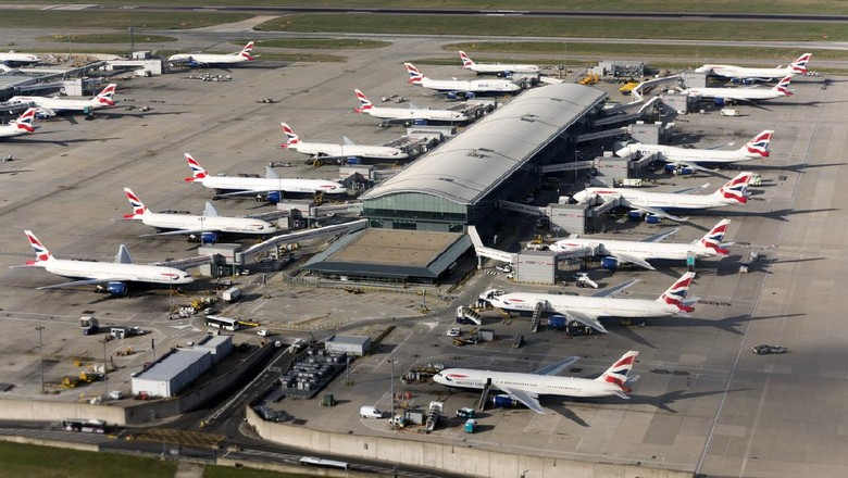 Heathrow, United Kingdom - October 4, 2013: British Airways airplanes at their gate at the new Terminal 5.