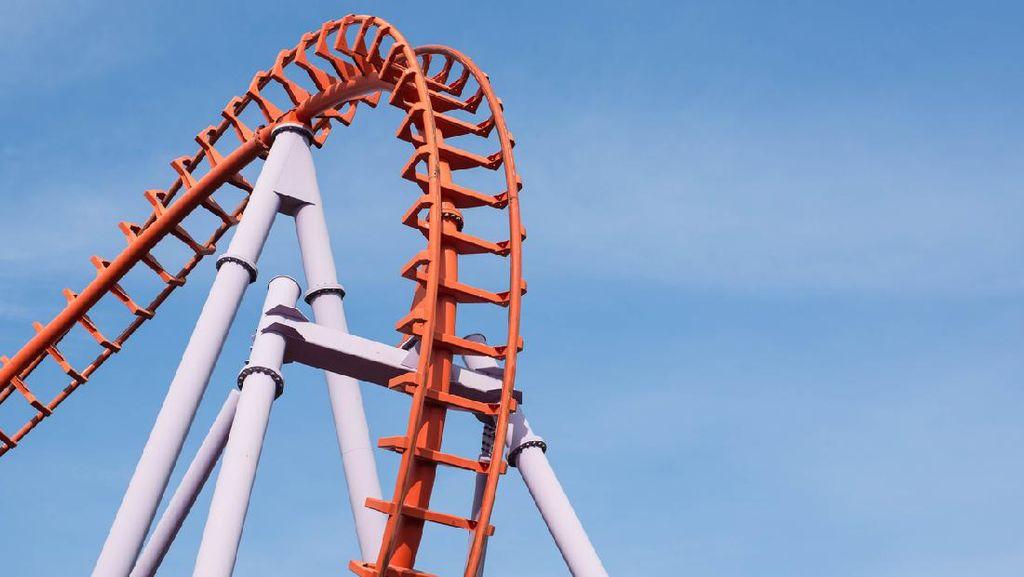 Merinding! Penumpang Terjebak di Atas Rollercoaster di Jepang