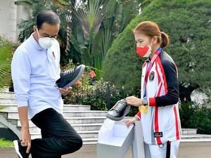 Sneakers Lokal Buatan Greysia Polii Dibeli Jokowi, Harganya Rp 1 Jutaan
