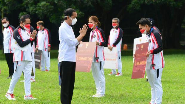 Jokowi Beri Bonus ke Atlet Olimpiade Tokyo