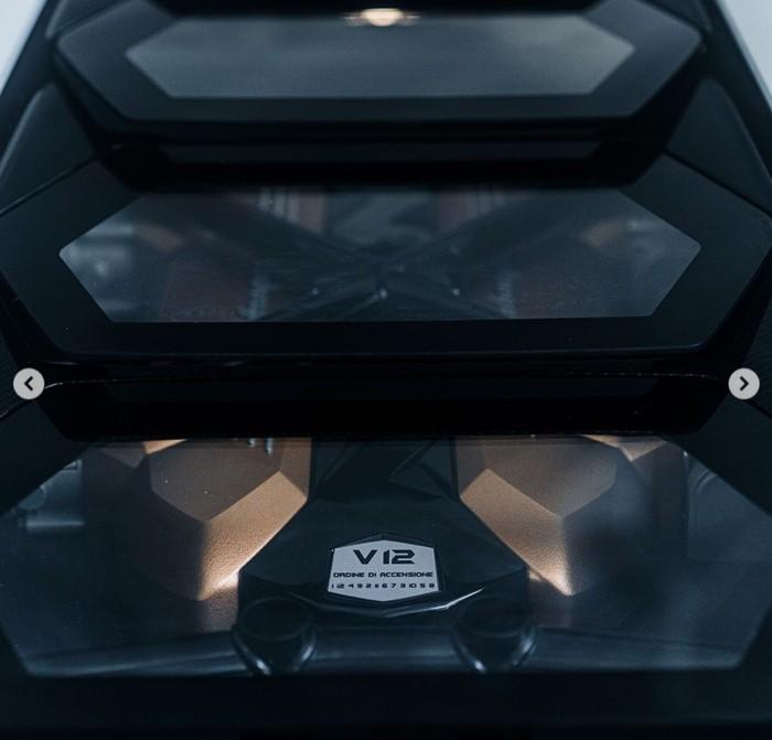 Lamborghini dipastikan kembali menghidupkan seri Countach yang pernah berjaya pada tahun 1974 sampai 1990. Kini, sebagian wujud Countach terbaru muncul di Instagram resmi Lamborghini untuk memberikan rasa penasaran.