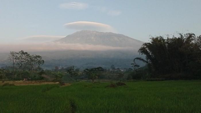 Muncul Awan Bertopi di Gunung Lawu Dua Hari Berturut-Turut