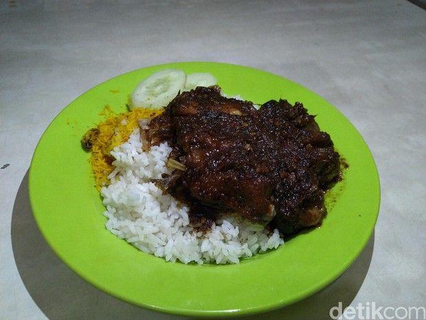 Nagih! 5 Nasi Bebek Madura dengan Bumbu Hitam yang Pedas Nyengat