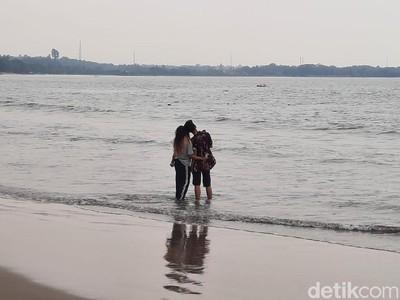 Biasa Ramai, Wisatawan Kaget Pantai Carita Sepi