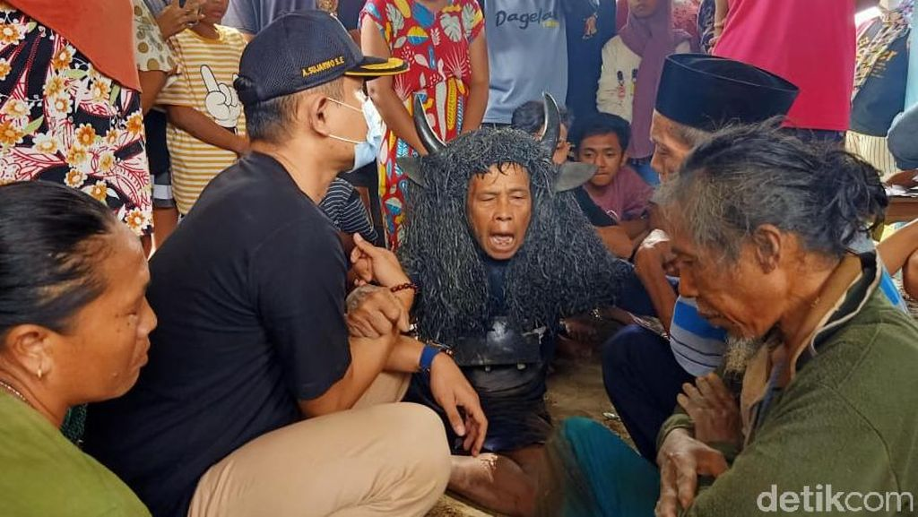 Geger Kesurupan Massal, Warga Desa Aliyan Tagih Ritual Keboan Digelar