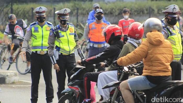 Operasi penyekatan ganjil-genap di Bandung digelar pada beberapa ruas jalan. Meski begotu, beberapa warga masih kebingungan.