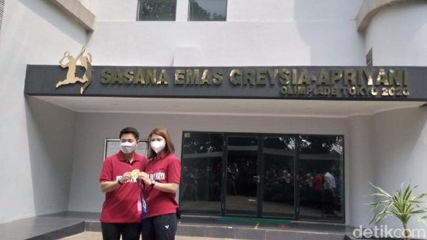 Gubernur DKI Jakarta Anies Baswedan mengukuhkan salah satu gedung Pusat Pelatihan Olahraga Pelajar (PPOP) Jakarta menjadi Sasana Emas Greysia-Apriyani.