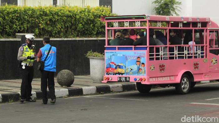 Mobil Odong-odong Terjaring Ganjil Genap di Bandung