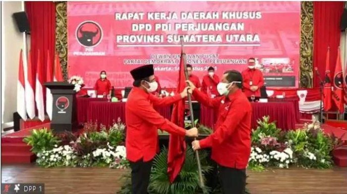 Serah terima jabatan Ketua PDIP Sumut dari Djarot ke Rapidin (dok. PDIP)