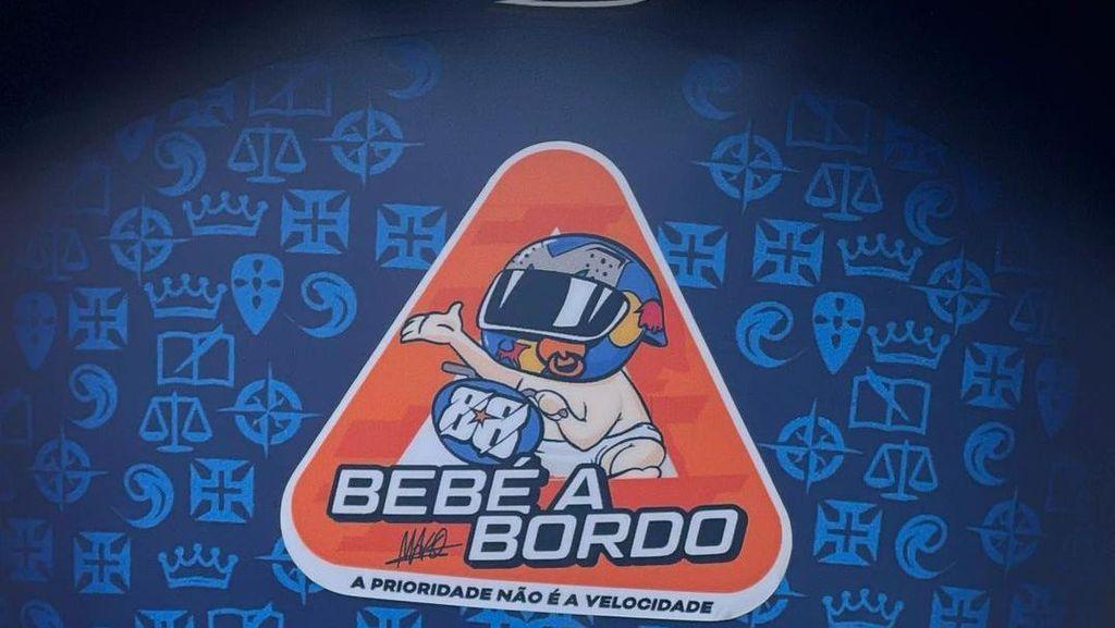 Stiker Baby on Board di Helm Miguel Oliveira si Calon Bapak