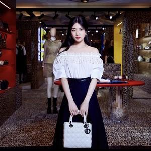 7 Potret Cantik Suzy bak Boneka, Netizen Ingin Lahir dengan Wajahnya