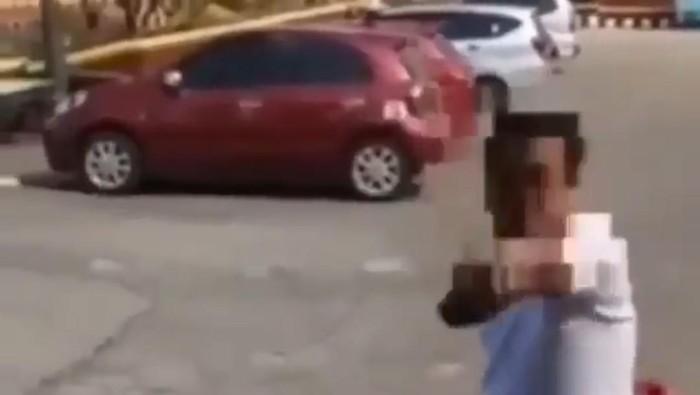 Viral pria diduga ASN melempar batu ke warga. Keributan diduga dipicu warga membela tukang bubur yang dimarahi si ASN