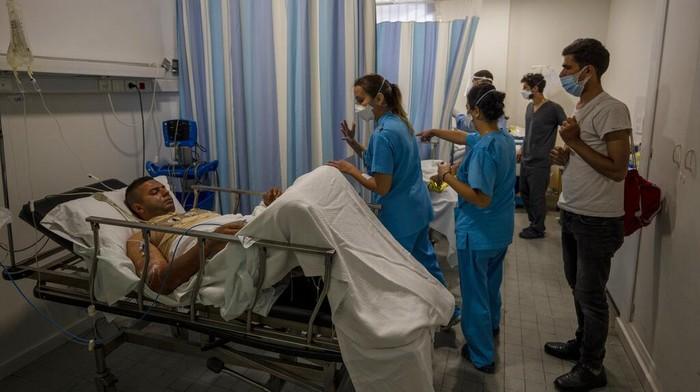 Ledakan tangki bahan bakar terjadi di kawasan Lebanon. Ledakan itu dilaporkan tewaskan 22 orang dan 79 lainnya tengah jalani perawatan karena alami luka bakar.