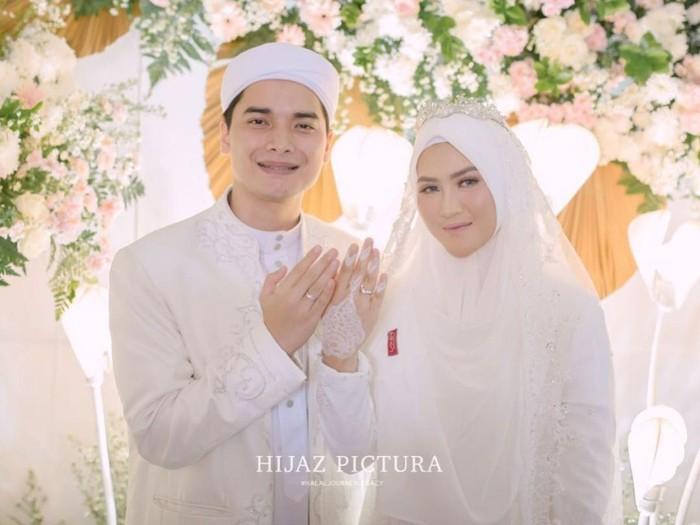 Alvin Faiz menikah dengan Henny Rahman.