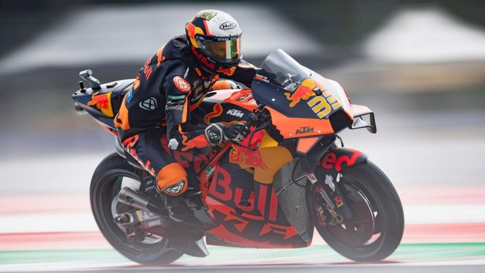 SPIELBERG, AUSTRIA - AUGUST 13: Brad Binder of South Africa and Red Bull KTM Factory Racing   heads down a straight during the MotoGP of Austria - Free Practice at Red Bull Ring on August 13, 2021 in Spielberg, Austria. (Photo by Mirco Lazzari gp/Getty Images)
