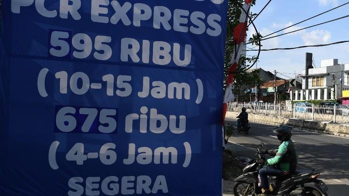 Presiden Joko Widodo (Jokowi) memerintahkan agar harga tes PCR diturunkan. Jokowi meminta agar biaya tes PCR di kisaran Rp 450-550 ribu.